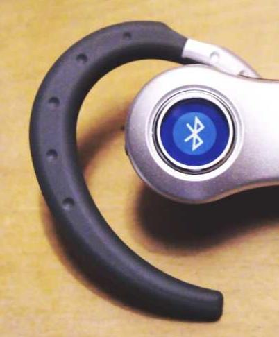 Bluetooth domina las aplicaciones de transmisión de audio peer to peer, como este auricular Bluetooth.